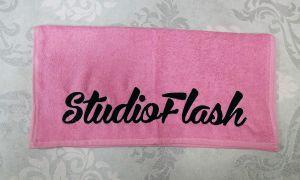 Törölköző - pink fekete - hímzett 50X100cm - StudioFlash