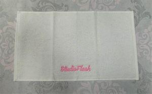 Törölköző - fehér pink - hímzett 30X50cm - StudioFlash